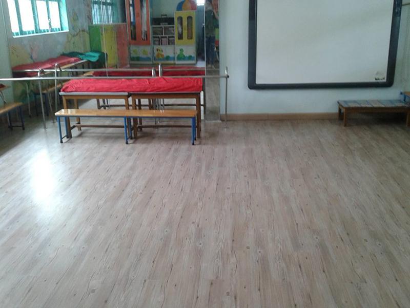 Á Đông Floor - Sàn Nhựa Hèm Khóa DAESAN DSW403 .