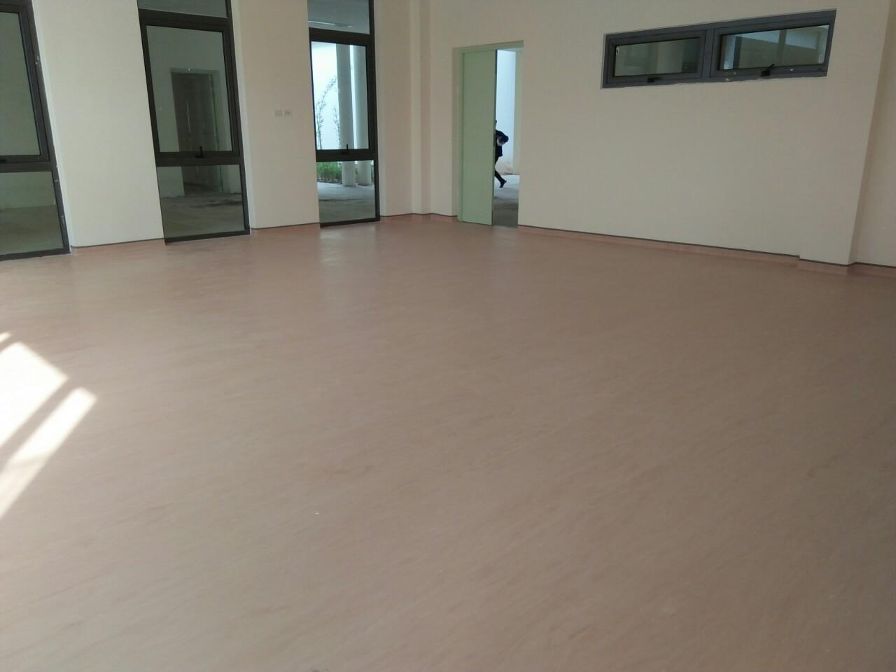 Phòng học sử dụng sàn vinyl đồng nhất gerflor .